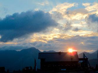 die Sonne stieg langsam über die Gipfel der Ostalpen