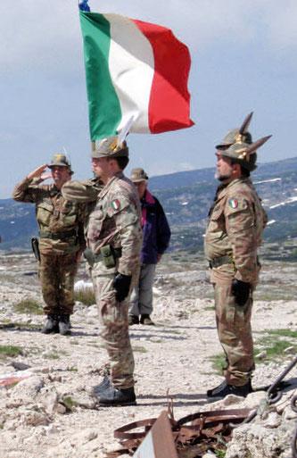 La bandiera è anche insegna delle Forze Armate