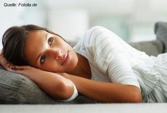 Der Trend Power Napping kam vor einigen Jahren aus den USA nach Europa. Ein paar deutsche Firmen haben auch schon den Nutzen des Büroschlafs entdeckt.