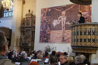 Епископ ЕЛЦЕР Дитрих Брауэр проповедует на кафедре Мартина Лютера