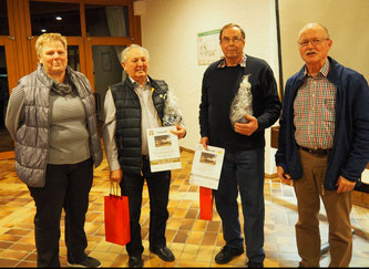 die Jubilare Wilhelm Erfle und Karl-Heinz Schmid, zusammen mit Gudrun Buschle und Rudolf Brenkel