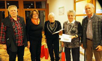 Die 25-Jährigen, zusammen mit der Vorsitzenden und Rudolf Brenkel vom Kreisverband