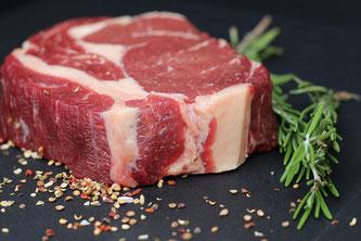Rindfleisch roh mit Gewürzen
