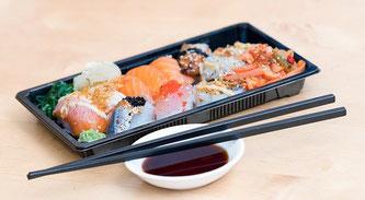 Sushi Stäbchen essen Fisch