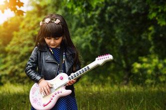 Mädchen Spielzeug Gitarre