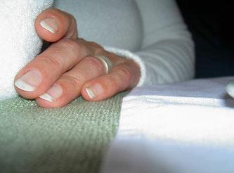Hand und Fingernägel