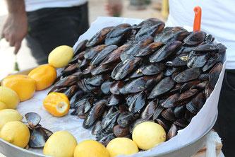 Miesmuscheln Zitronen Markt essen