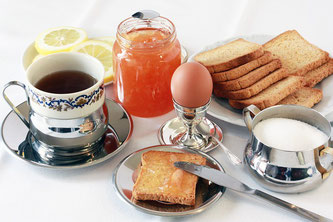 Frühstück Zwieback Kaffee Ei Marmelade
