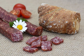 Rohwurst mit Brot