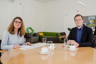 Landesrat Stefan Kaineder mit der Leiterin der OÖ Lebensmittelaufsicht Mag.a Astrid Zeller (Land OÖ)