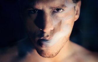 Mann Rauch