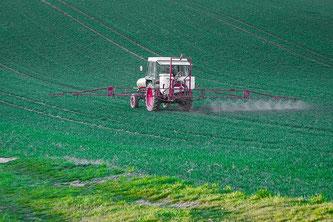 Pestizide Spritzmittel Landwirtschaft Traktor