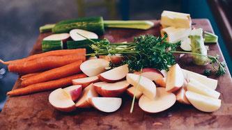 Obst und Gemüse geschnitten