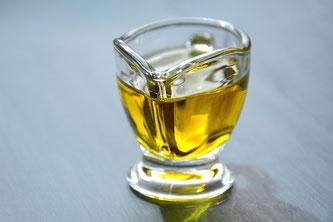 Glas mit Öl