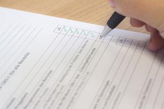 Checkliste Häkchen Kugelschreiber Hand Papier
