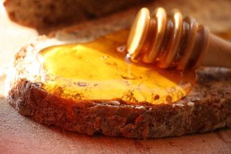 Honig auf Brot