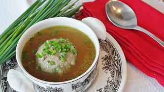 Suppe mit Knödel