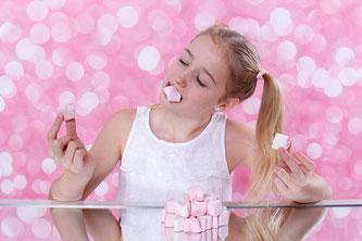 Kind Mädchen Süßigkeiten Rosa