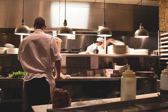 Küche mit Personal