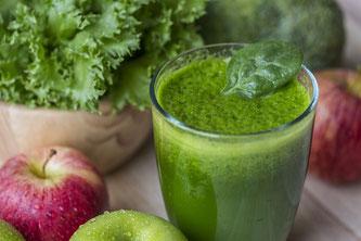 Grüner Smoothie mit Äpfeln