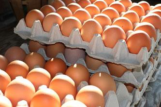 Eier gestapelt in Höckern