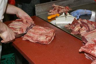 Fleisch schneiden Metzgerei
