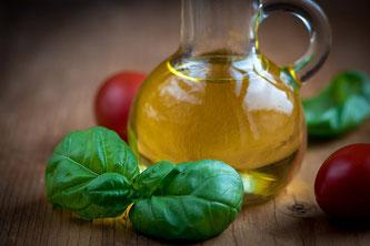 Kanne mit Olivenöl