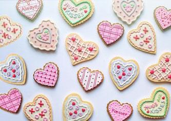 Süße bunte Keksherzen