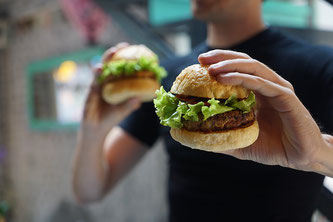 Burger vegan Hand