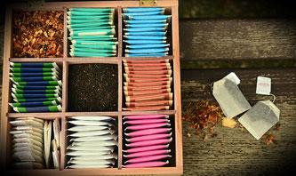 Verschiede Teesorte in Beuteln