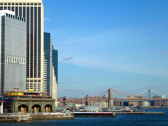 Bild: Manhattan mit der Brooklyn Bridge