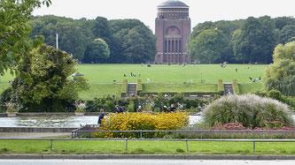 Bild: Blick vom Teich zum Planetarium im Stadtpark