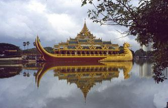 Das Karaweik Palace Restaurant auf dem Kandawgyi See