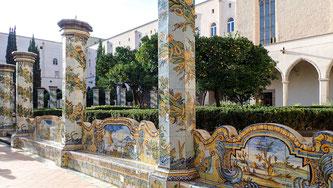 Bild: Kreuzgang Santa Chiara