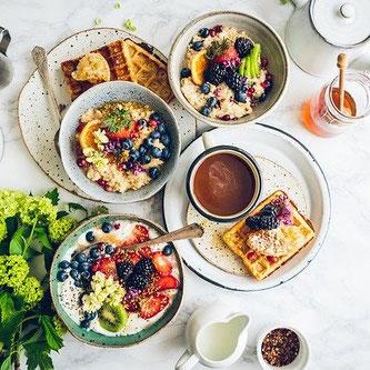 Erlebnisse zum Verwöhnen: ein Frühstück von Teenagern zum Muttertag schenken
