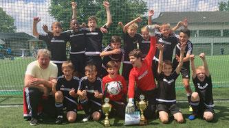 """Großer Jubel herrschte bei den D1-Junioren nach dem Turniersieg beim """"Gallier-Cup"""" in Hennef."""