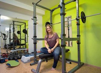 Trainerin Karin Grünauer im Trainingsraum