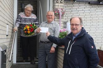 3. Platz Friedrich Einhoff mit seiner Frau und Willi Konert