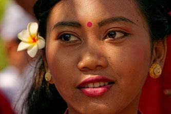 Portrait einer Tänzerin auf Bali. Copyright 2013 by Rolf Lohmann / www.bonnescape.de