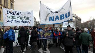 Der NABU beim Demostart auf dem Simsonplatz. Foto: Frank Bartelt