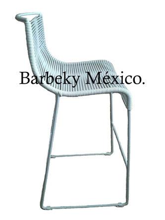 Taburete banco para barra  de metal tejido uso interiores y exteriores.