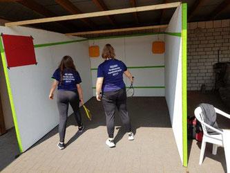 Die beiden Helferinnen in Aktion: Feli und Lina