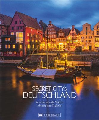 Cover des Buches: Britta Mentzel und andere: Secret Citys Deutschland. 60 charmante Städte abseits des Trubels. Bruckmann 2020.