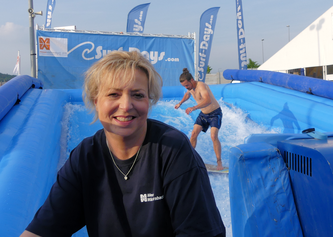 Ute Metzler in der Surf-Arena © K. Leitzbach/FRANKFURT DOKU