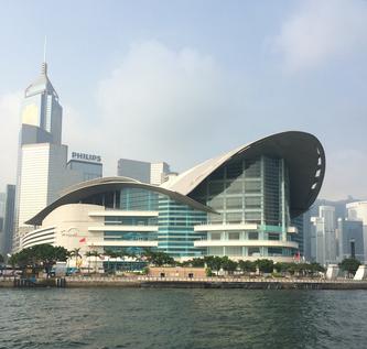 会場の香港のコンベンションセンター。去年の写真ですが・・・