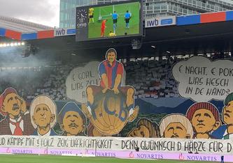 Endlich wieder Spitzenkampfatmosphäre vor 30'000 Zuschauern! Die Choreo der «Muttenzerkurve» begrüsst den FC Basel und die Young Boys Bern. Das Spiel ging 1:1 aus. (Foto: R. Straumann)