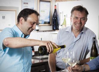 Manuel und Andreas Meier im Weingut zum Sternen
