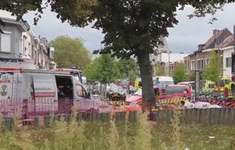 Die Rettungskräfte sind mit einem Grossaufgebot vor Ort. (Bild: Screenshot Twitter/PZAntwerpen)