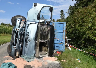 Der Lastwagenchauffeur verletzte sich gestern in Schenkon LU erheblich, (Bildquelle: Luzerner Polizei)