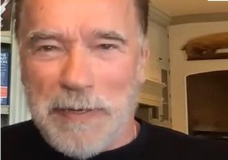 """Arnold Schwarzenegger, 74, sagt, dass die Menschheit auf Experten hören solle weil """"wir anderthalb Jahre nach Beginn der Pandemie immer noch mittendrin sind. Es ist nicht(s) vorbei!"""""""
